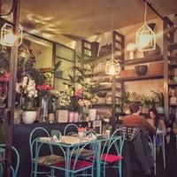Foto scattata a MINT Garden Cafè da Jonie O. il 2/5/2017