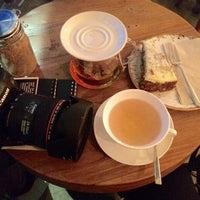 Das Foto wurde bei Café Jonas Reindl von Lover of Life am 11/11/2015 aufgenommen