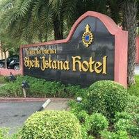 Photo taken at Sheik Istana Hotel by SuZie T. on 1/17/2017