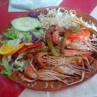 Photo taken at Restaurante los 7 mares by Bernice S. on 8/17/2013