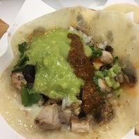 8/16/2017에 Caitrin F.님이 Los Tacos No. 1에서 찍은 사진