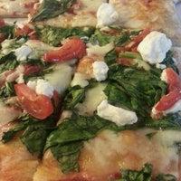 9/2/2013 tarihinde Bambi O.ziyaretçi tarafından Pazzi X Pizza'de çekilen fotoğraf
