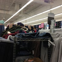 Photo taken at Old Navy by Albert S. on 11/29/2013