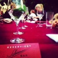 Das Foto wurde bei Schumann's Bar von Anna K. am 6/8/2013 aufgenommen