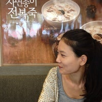 Photo taken at 본죽 by 상우 박. on 9/27/2013