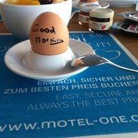 Das Foto wurde bei Motel One Köln-Mediapark von Nastya S. am 3/29/2014 aufgenommen