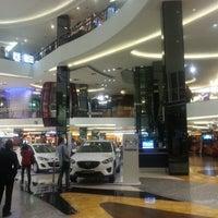 Foto diambil di fX Sudirman oleh Raya F. pada 11/29/2012