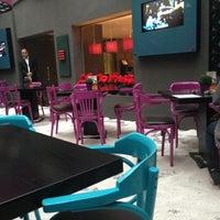 Foto scattata a Caracas Lebanese Cuisine & Cafe da Mohamed S. il 1/6/2013