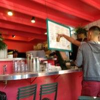 10/6/2012 tarihinde Dave F.ziyaretçi tarafından Paseo Caribbean Food'de çekilen fotoğraf