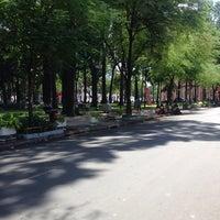Photo taken at Cafe Bệt Hàn Thuyên by Anh Vũ L. on 5/17/2014
