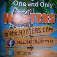รูปภาพถ่ายที่ Hooters of Ontario โดย Manuel P. เมื่อ 2/2/2013