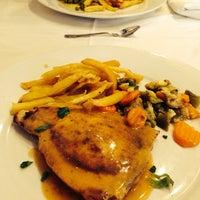 Foto tomada en Restaurante El Valle por Mayte R. el 12/26/2013