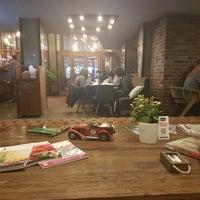 Photo prise au Sobremesa Coffee par Orgül Derya le12/5/2017