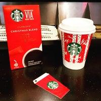 Foto tirada no(a) Starbucks por Tanapon A. em 12/15/2016
