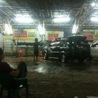Photo taken at Cuci Mobil 24 Jam by Raden Mas S. on 12/1/2012