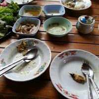 Photo taken at บินหลา(เจ้แหม่ม)ข้าวราดแกง by มอนเตอร์ ม. on 2/16/2015
