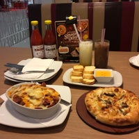 Photo taken at Pizza Hut by Dennies W. on 1/8/2017