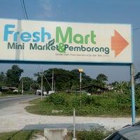 Photo taken at Freshmart Minimart by ALONGDJ 9. on 7/25/2013
