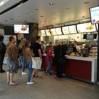 Das Foto wurde bei McDonald's von Kate B. am 5/18/2013 aufgenommen