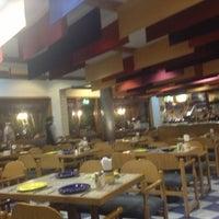 Photo taken at La Pizzería Hotel Intercontinental by Carlos M. on 5/14/2013