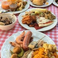 Foto tomada en Restaurante LAS PALOMAS Buffet&Tapas por Kaan K. el 8/10/2018