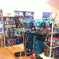 Foto scattata a Switch ~ Ski & Surf Shop da Erica P. il 5/31/2013