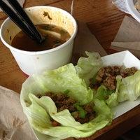 Foto scattata a J&T Thai Street Food da Ronalyn M. il 7/28/2013