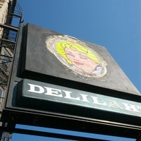 Photo prise au Delilah's par Roy A. le7/13/2013