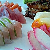 Photo taken at Yosuki Sushi House by Luiz Antonio B. on 1/3/2012