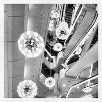 Das Foto wurde bei Galeria Kaufhof von Superbass W. am 4/13/2012 aufgenommen