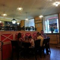 Photo taken at Pizza Ollis by Alexey S. on 7/11/2013