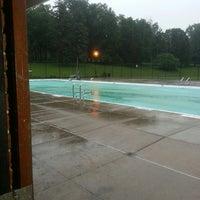 Das Foto wurde bei Higher onondaga pool von Valery L. am 7/9/2013 aufgenommen