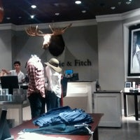 Photo taken at Abercrombie & Fitch by ElJohNyCe on 9/3/2016