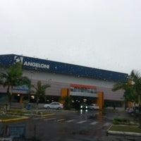 Foto tirada no(a) Supermercado Angeloni por Rejeane Rocha M. em 6/24/2013