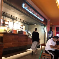 Снимок сделан в Starbucks пользователем Mauricio C. 7/16/2018