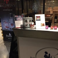 Photo taken at B & Co Fine wines & spirits by Pieter-Jan B. on 12/9/2016