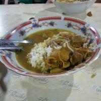 Photo taken at Soto daging lamongan (soto dok) by Edy K. on 9/25/2012