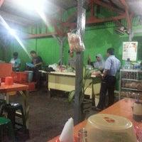 Photo taken at Soto daging lamongan (soto dok) by Edy K. on 6/18/2013