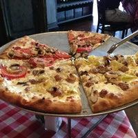 Foto scattata a Grimaldi's Pizzeria da Ramsey G. il 6/24/2013