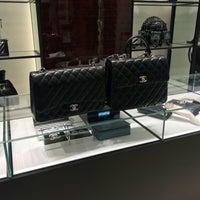 รูปภาพถ่ายที่ CHANEL Boutique โดย Jeff เมื่อ 10/28/2017