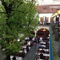 Das Foto wurde bei Hofbräuhaus von Slava Y. am 4/25/2013 aufgenommen