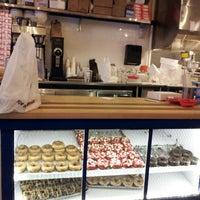 Foto tomada en Federal Donuts por David S. el 2/8/2013