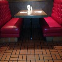 Photo taken at Hamburger Hamlet by Matthew S. on 11/9/2013