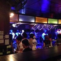 Foto tomada en Riverside Bar & Restaurant por Chien B. el 5/11/2013