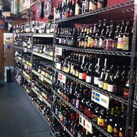 Photo prise au New Beer Distributors par Matt L. le10/2/2013