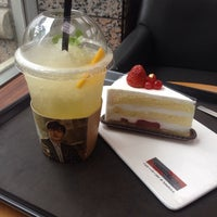 Photo taken at A TWOSOME PLACE by IRIS K. on 6/20/2014