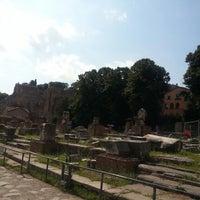 Foto scattata a Foro Romano Imperatori da In L. il 8/21/2014