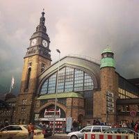 Das Foto wurde bei Hamburg Hauptbahnhof von Yana A. am 9/27/2013 aufgenommen