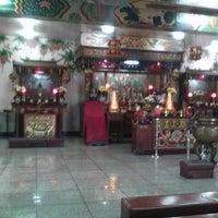 Photo taken at Kim Luan Temple 金鑾御苑 by Gel J. on 10/29/2014