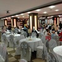 9/20/2013 tarihinde 🌴Savaş K.ziyaretçi tarafından Yakamoz Düğün Salonu'de çekilen fotoğraf